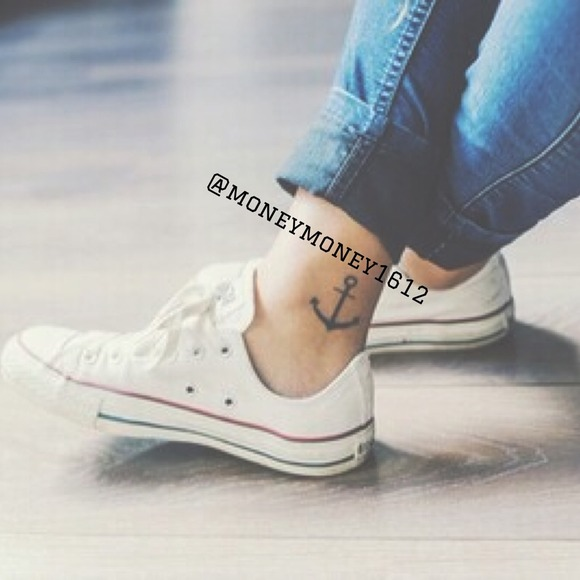 Converse Shoes - PM Editor Shared🎉1 H SALE🎉White Low Top Conserve 2bd6a0b55