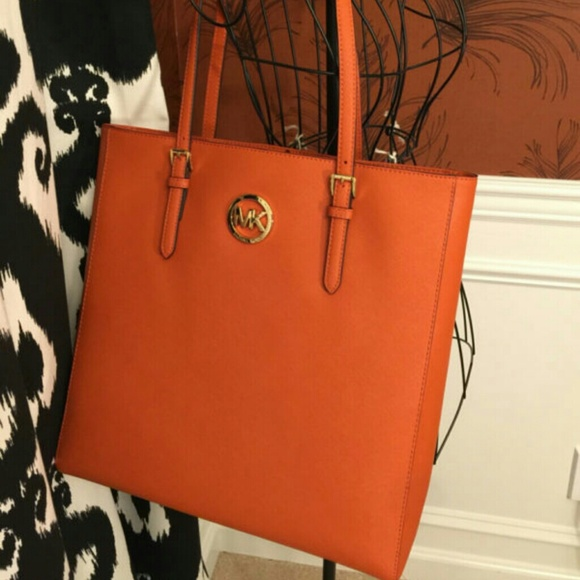 59b496f5234f Michael Kors jet set burnt orange leather handbag.  M 54ccf2b15a49d077fe0109c6