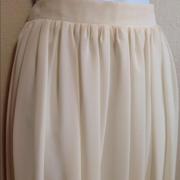 Cream colored maxi skirt 6 from !jaydee's closet on Poshmark