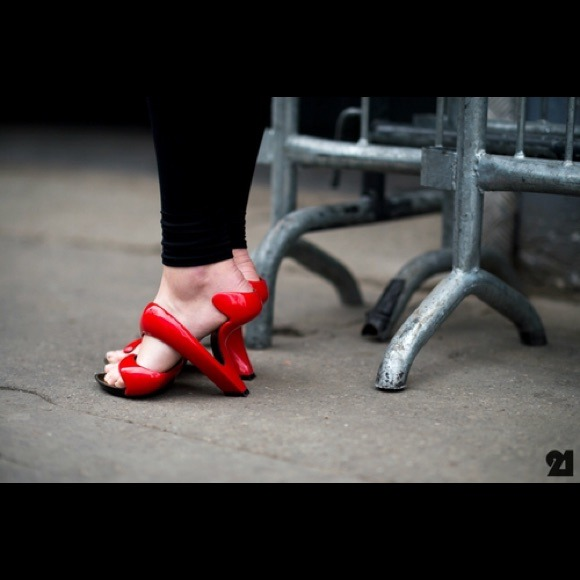 premium selection 86ba3 43b2e Julian Hakes red mojito shoe NWT