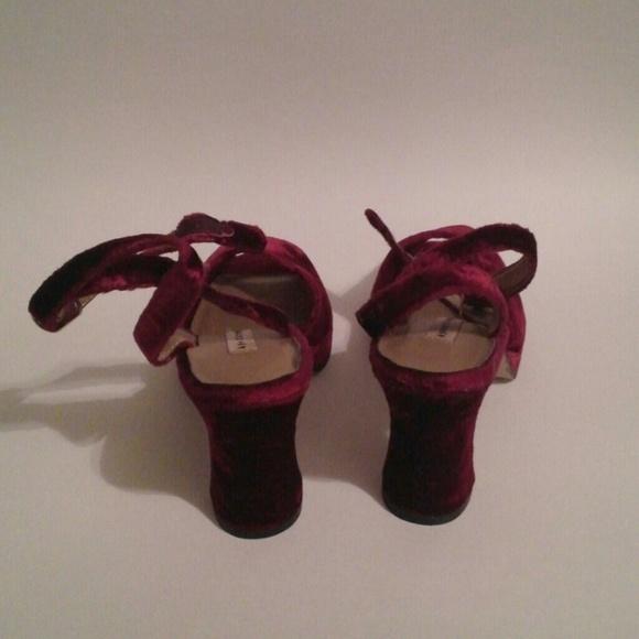Apostrophe Shoes - Vintage Apostrophe Red Velvet Heels 8M