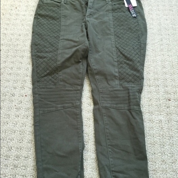 6fd1b6fbba NEW olive pants from JustFab with tags attached