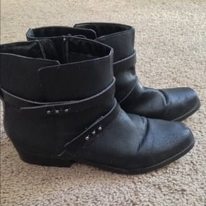 ✅JustFab Booties size 8 