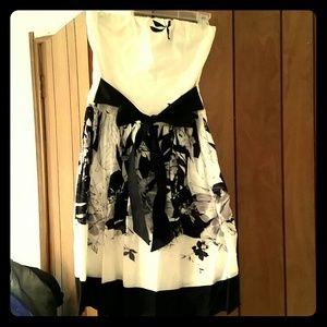Black & White Strapless Knee Length Dress