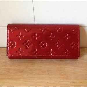 🎉CHERRY RED PATENT LEATHER FLAP WALLET GOREGOUS🎉