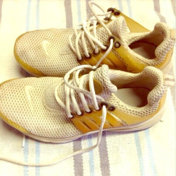 Nike women's air presto in cream color