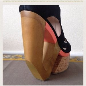 Salmon/black cork heel⛔️HOLD FOR @arianashallman⛔️