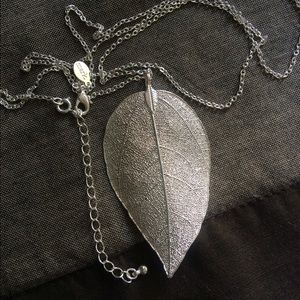 NEW Realistic Silvertone Leaf Long Necklace