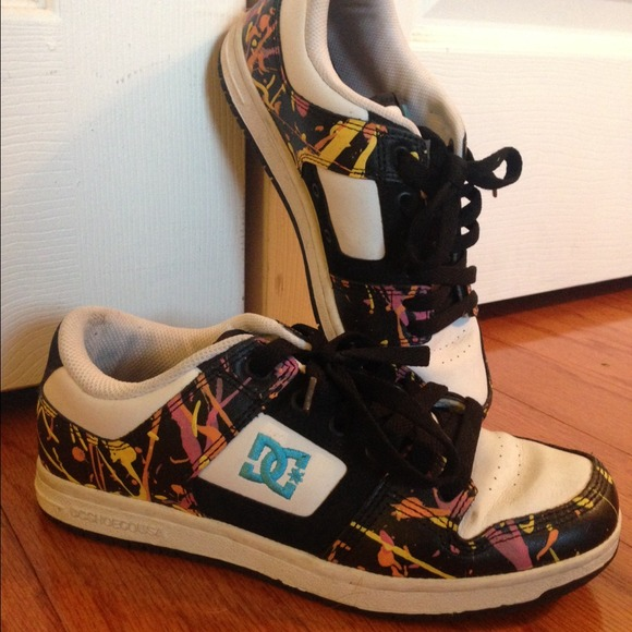 dc shoes paint splatter skateboard sneakers poshmark rh poshmark com Beats with Splatter Paint Design Paint Splatter Boots