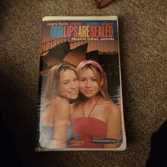 mary kate and ashley our lips are sealed tape os from