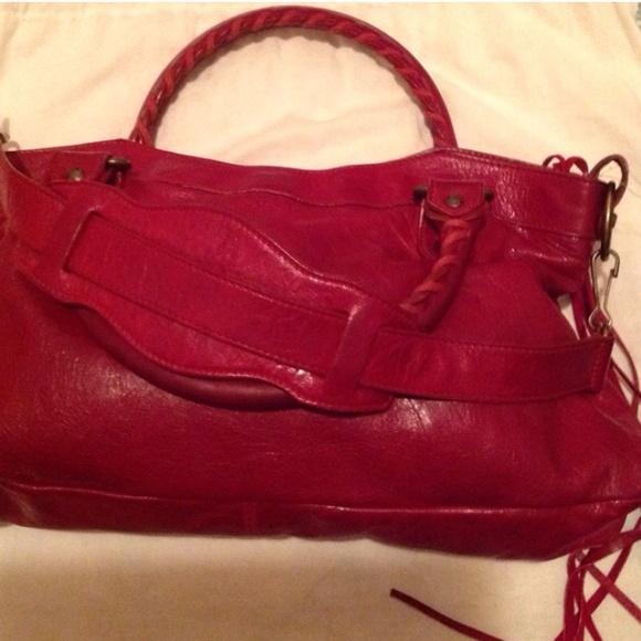 how to get a red & black lululemon bag