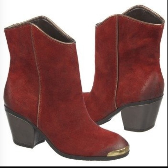 33 fergie boots suede western ankle boots size