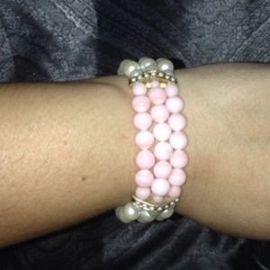 Jewelry - Pink and white faux pearl bracelet