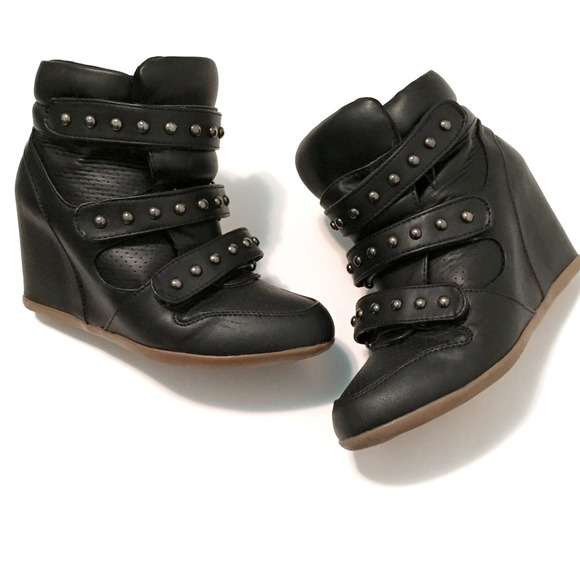 Forever 21 Shoes - ❤️HOSTPIC❤️FOREVER 21 studded hidden wedge sneaker 2dced4341