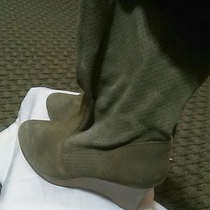 Suede Boot olive green w/ a wooden wedge.