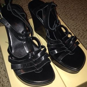 Cathy Jean black wedges