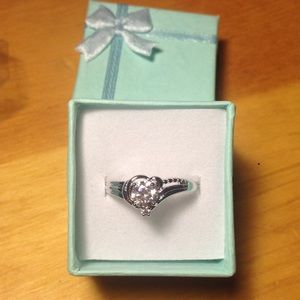Jewelry - Gorgeous filled ring