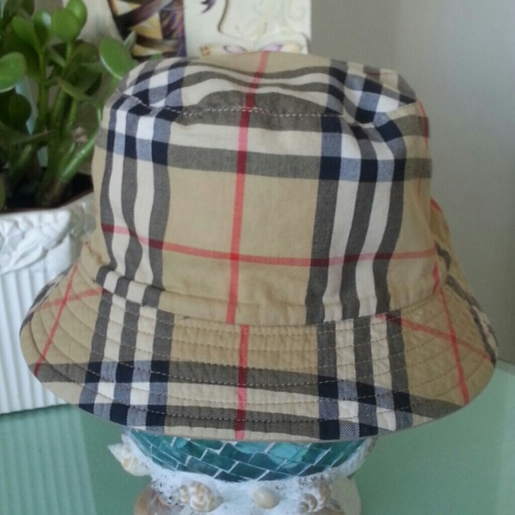 Burberry Accessories - 10 % Discount Burberry London Hat Bucket 0de00cd1553