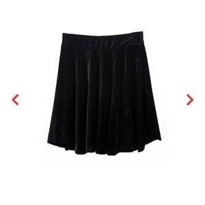 Dresses & Skirts - Velvet skater skirt 😍
