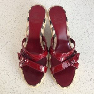 Burberry Shoes - 🆕LISTING! Burberry Cranberry wedge