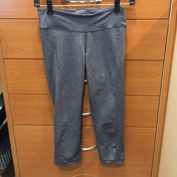 c443934e38f98 Old navy gray active capris cropped leggings. M_54d1216ca652b106ac00ff09