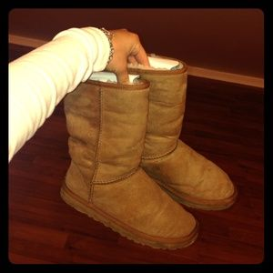 ‼️chestnut button uggs ‼️