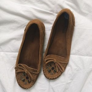 Minnetonka Shoes - Minnetonka Mocs | size 7.5
