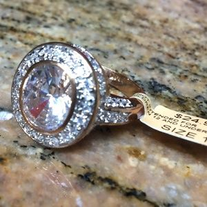 Jewelry - NWT! Gorgeous 14k Rose Gold Plated Halo Ring 💍