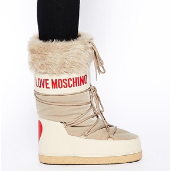 f1bbb0a36 Love Moschino Snow boots
