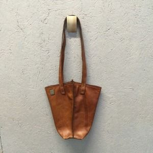 Freddy Handbags - Handmade leather bucket tote