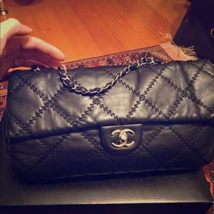 CHANEL black classic flap bag