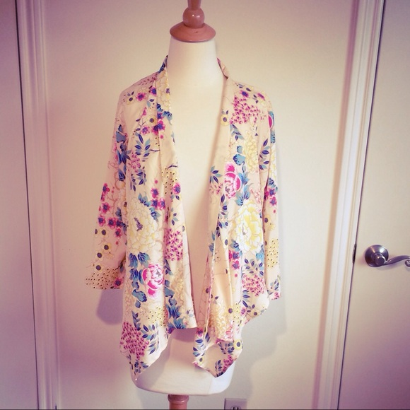 Forever 21 - Pastel Peach Floral Tuxedo Kimono Jacket from Eve's ...