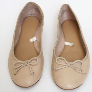 Shoes - Nude tan flats bows basic shoes brown