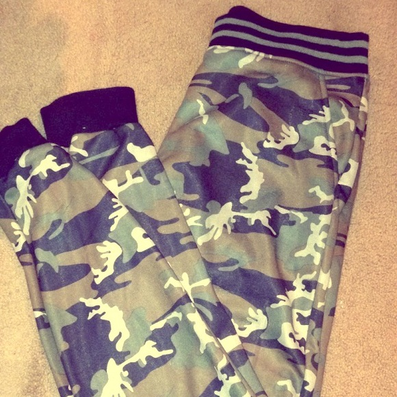 Macy S Other Ring Of Fire Mens Varsity Camo Joggers