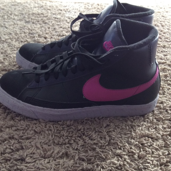 check out 535d4 bca60 Nike black and pink purple high tops. M 54d403878f0fc4156d0017d2