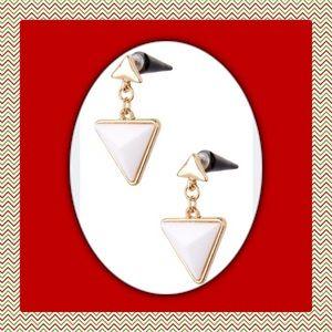 Jewelry - 🎄New Very Cute Triangle Drop Cone Stud Earrings.