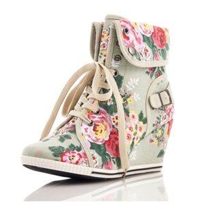 🎉HP🎉Pastel Floral Sneaker Wedges