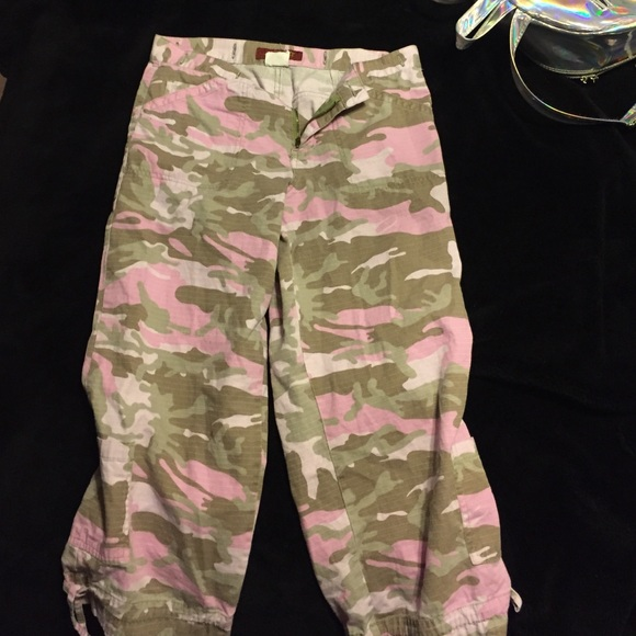 95% off Pants - 💞traded💞 pink camo capri pants from Jaymie's ...