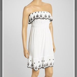 🔴SOLD🔴Ruffled Floral Embroidered Strapless Dress