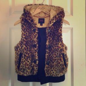 Forever 21 cheetah faux fur vest