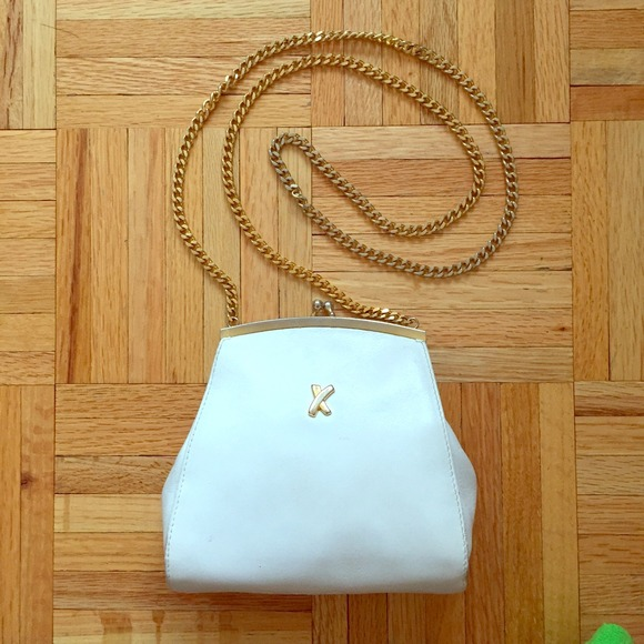 женская сумка Chanel белая средняя с ручкой