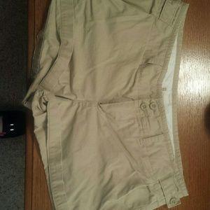 GAP Pants - Khaki shorts