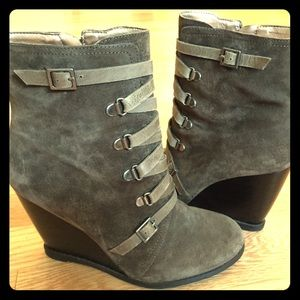 BCBGeneration Kadeer Wedge boot army green suede