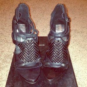 Dolce Vita Saffron Studded Sandals in Black Sz 8.5