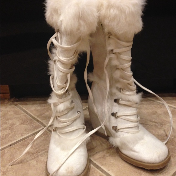 87 boots robert wayne white suede fur wedge lace