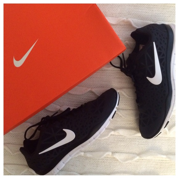new style 37880 b6d39 [RESERVED] NEW! Nike B&W Free 5.0 TR Fit 3 NWT