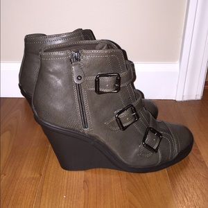 Vera Wang Wedge Booties 9.5