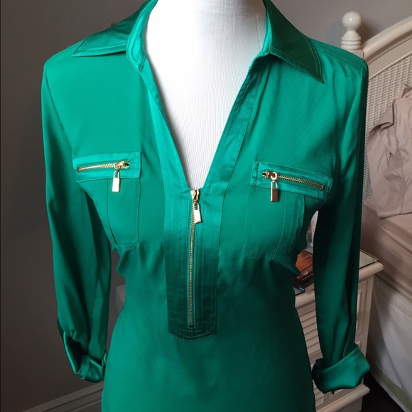 1ad3b28a98fea Cache Emerald Green Silk Blouse with Zipper Detail.  M 54d953ac4127d015bd029ac7