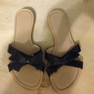 Sotto Sopra Shoes - Patent leather bow sandal flip flops