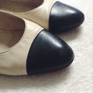 CHANEL Shoes - 💐3xHP 2xEP💐 {Chanel} Vintage Cap Toe Flats
